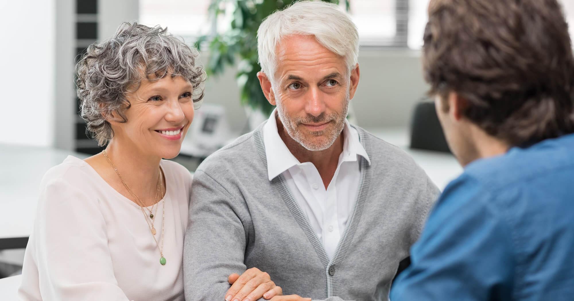 elderly-couple-meeting